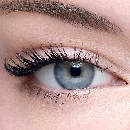maybelline-falsies-push-up-angel-mascara-flaunt-the-wing-effect-1x1