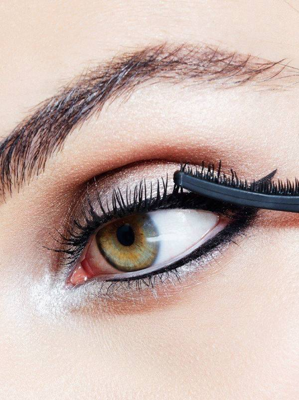 maybelline-falsies-push-up-angel-mascara-night-out-look-step-4-3x4