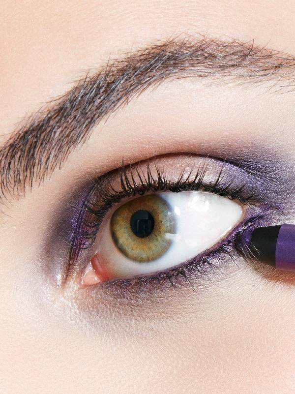 maybelline-falsies-push-up-angel-mascara-girls-night-look-step-1-3x4