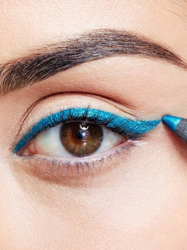 maybellline-falsies-angel-mascara-weekend-look-step-1-3x4