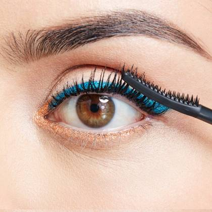 maybelline-falsies-push-up-angel-mascara-brush-use-step-3-1x1