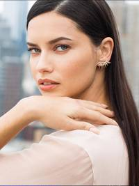maybelline-foundation-dream-velvet-adriana-lima-lifestyleimage-3x4