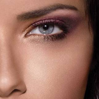 Adriana-Lima-Blushed-Nudes-Eyeshadow-Beauty-Look