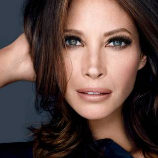 maybelline-mascara-lash-sensational-luscious-christy-turlington-beautyimage-1x1