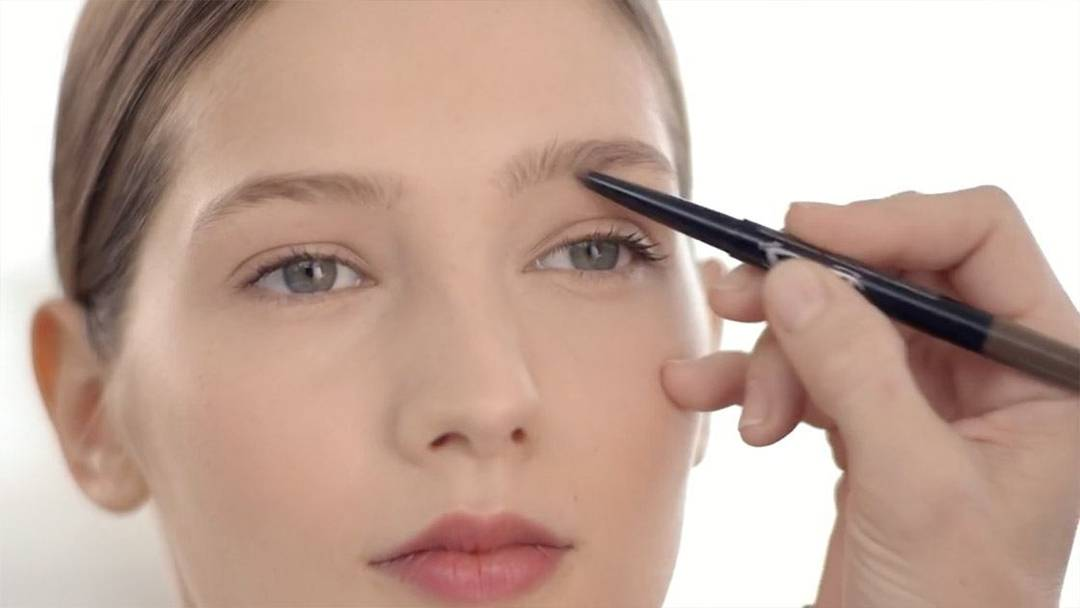 Maybelline-How-To-Fuller-Brows-Define-And-Fill-Duo-Video-16x9
